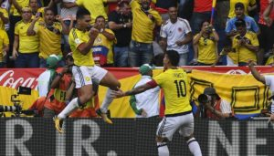 falcao y james celebran un gol de la seleccion colombia